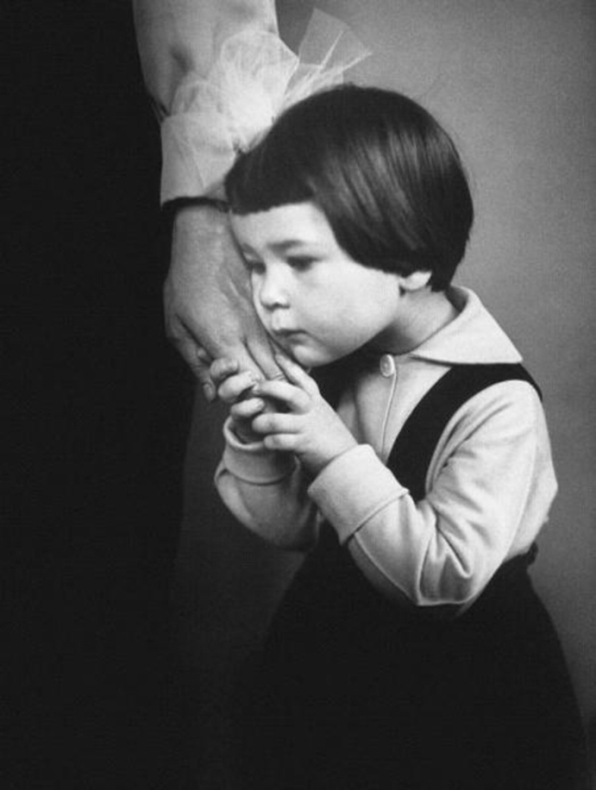 the-mother_s-hand-1966-by-antanas-sutkus